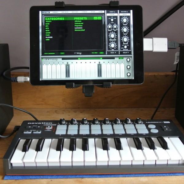 Connecting Midi Keyboard to iPad Air [video]